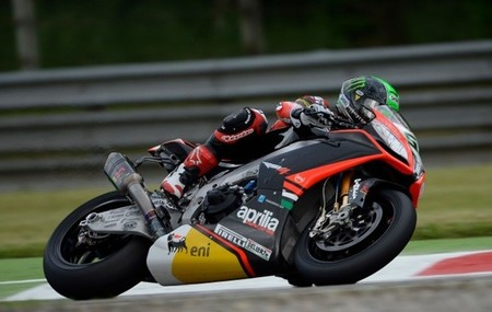 Superbikes Italia 2013: Eugene Laverty se lleva la segunda carrera con un pódium polémico