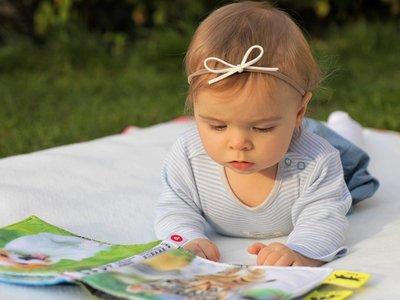 ¿Por qué es importante colocar al bebé boca abajo durante el día? Cinco razones de peso para hacerlo