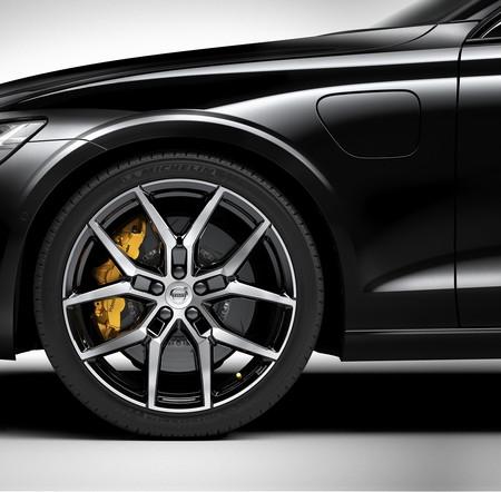 La versión más potente del Volvo S60 será el T8 PHEV que estará firmado por Polestar