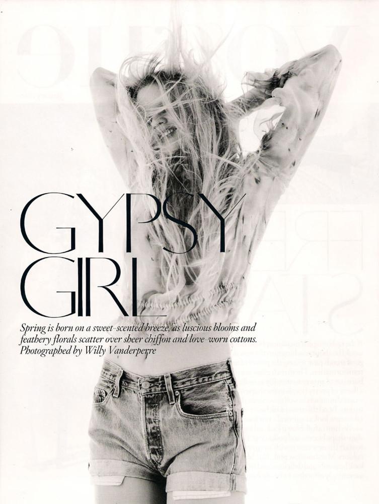 Foto de Vuelve la moda folk y los colores vivos este verano 2010: Lara Stone en Vogue UK (1/10)