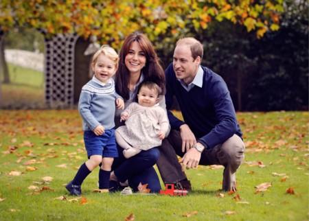 Los príncipes de Cambridge nos felicitan la Navidad vistiendo moda española