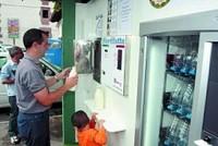 De la vaca al consumidor, primera máquina expendedora de leche