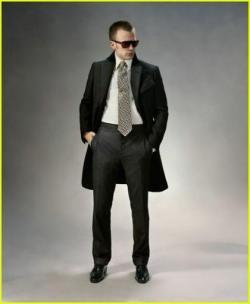 97351_chris-evans-tom-ford-suit-03_123_635lo.jpg