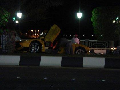 Otro Ferrari Enzo menos en Abu Dhabi, y van...