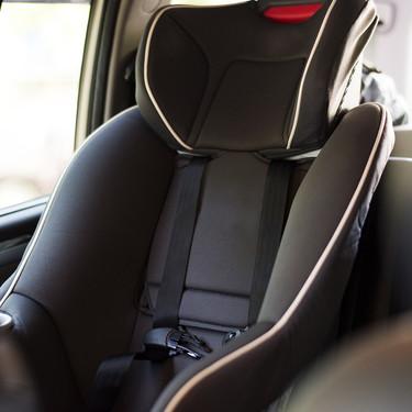 ¿Cómo me deshago de la silla para el coche que ya no uso porque ha caducado o ha estado en un accidente vial?