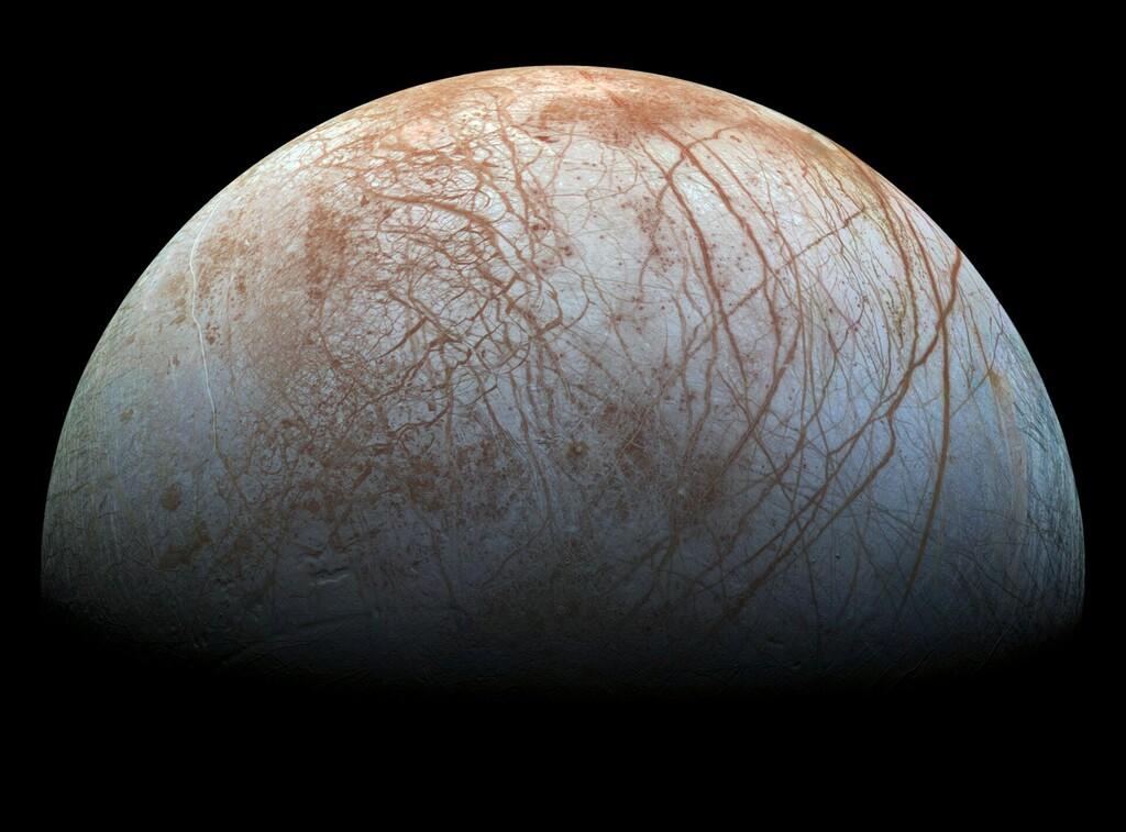 Europa, la luna helada de Júpiter, puede estar repleta de volcanes activos en su interior