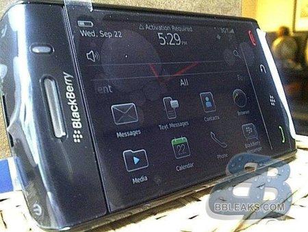 BlackBerry 9570 Storm 3, primeras imágenes en detalle de un terminal de nombre incierto