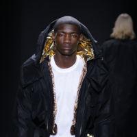 El poder de la sastrería masculina de Calvin Klein presentado por 4 mujeres de bandera y mucho glitter