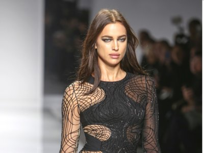 Las miradas más dramáticas se convierten en las protagonistas del desfile de Versace Atelier
