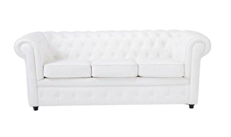 Sofá en color blanco de capitoné. Modelo Chesterfield