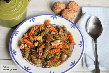 Pasta tricolor al pesto rojo con nueces. La receta de pasta para pequeños y mayores