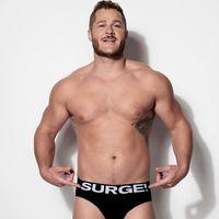 La marca de ropa interior Surge suma inclusión body-positive en su campaña con hombres trans