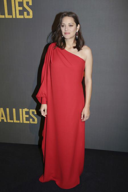 Marion Cotillard Aliados Paris Vestido Rojo 2