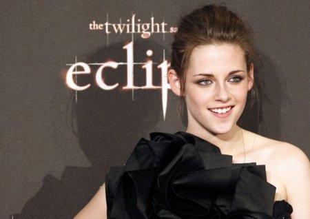 Los looks de Kristen Stewart en la gira de la última película de Crepúsculo: Eclipse IX