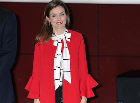 Doña Letizia celebra 1000 días en su reinado estrenando look de Zara