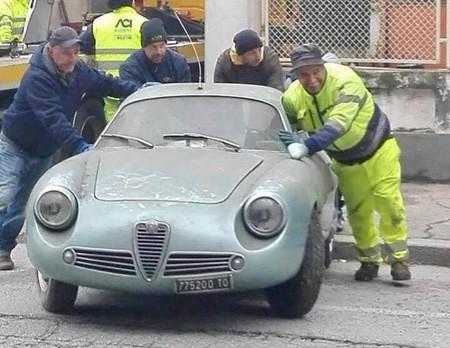 Tesoro de sótano, encuentran un Alfa Romeo Giulietta SZ que estuvo oculto por 35 años