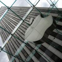 Dos ingenieros de Apple se presentan en el domicilio de un cliente para solucionar un problema con iTunes