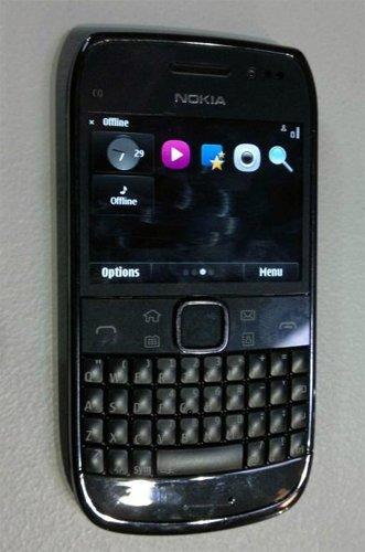 """Nokia E6-00 aparece en una nueva imagen y resuelve la """"duda táctil"""""""