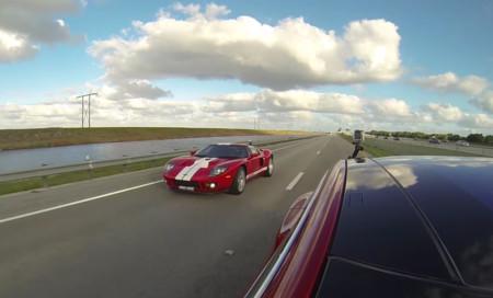 Vídeo: ¿Un Tesla Model S P90D puede humillar a un Ford GT? Quizá, pero sólo por 19 segundos