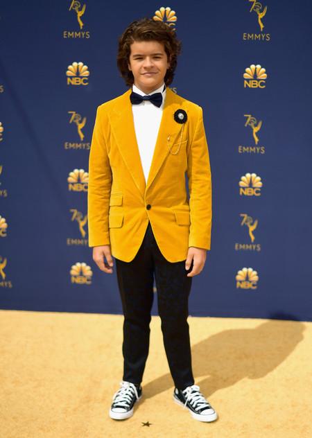 En Tonos Mostaza Y Con Converse Asi Llego Gaten Matarazzo A Los Premios Emmy 3