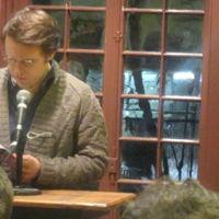 Este escritor está escribiendo su próxima novela en streaming en directo