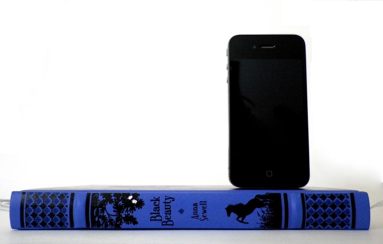 Recarga tu iPhone sobre buena literatura