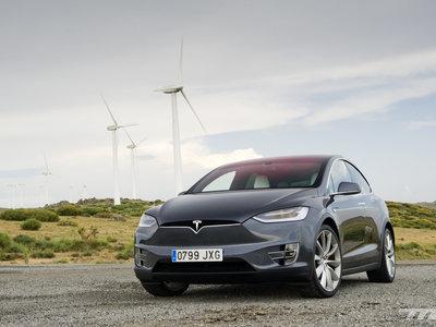 Daimler hizo trampas espiando a Tesla: alquiló a un particular que no sabía nada un Model X para despiezarlo, según Spiegel