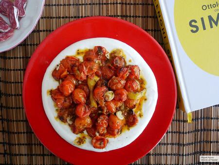 Tomates cherry asados con salsa de yogur