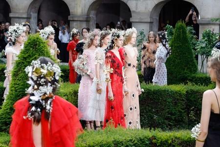 El maravilloso desfile de Rodarte Alta Costura hace un giro hacia el romanticismo del futuro