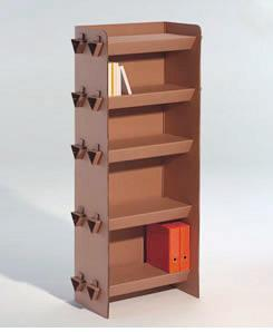Casa verde: muebles de cartón Okupa