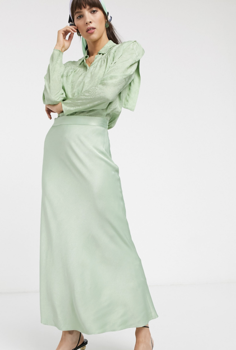 Falda midi de satén en verde menta de & Other Stories