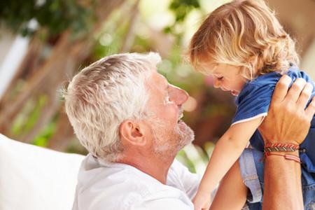Un homenaje a los abuelos, las únicas personas capaces de detener el tiempo