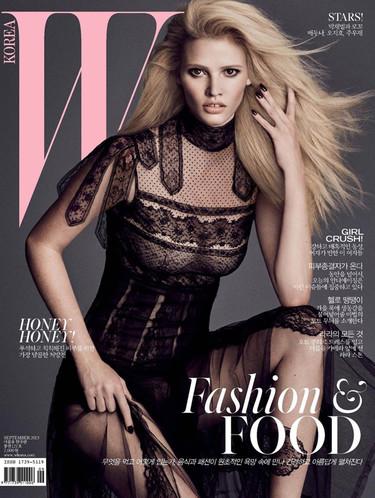 Las transparencias de Lara Stone para Valentino en portada de la revista WMag Korea