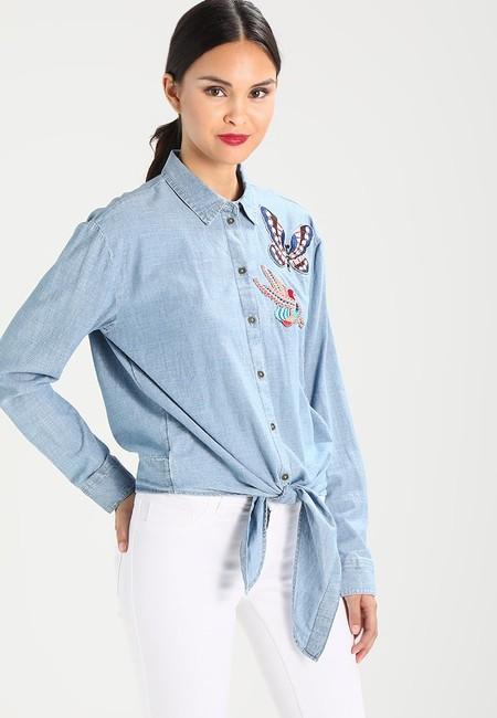 0f3427726a3 Camisa Esprit rebajada de 49,95 euros a 24,95 euros y envío gratis en  Zalando