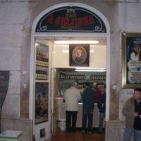 Si viajas a Lisboa tienes que probar este licor: la Ginjinha