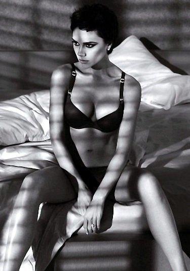Victoria Beckham también diseñara <em>low cost</em> (bueno, <em>low cost</em> para ella...)