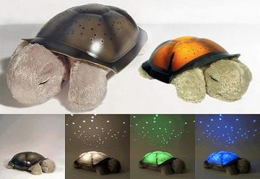 Peluche-tortuga proyector de luces en el techo