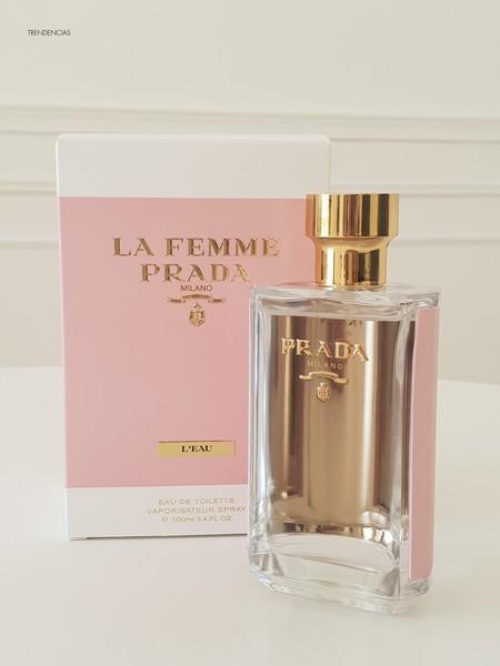 Probamos La Femme Prada L'Eau, un aroma suave y muy femenino con un diseño de lujo