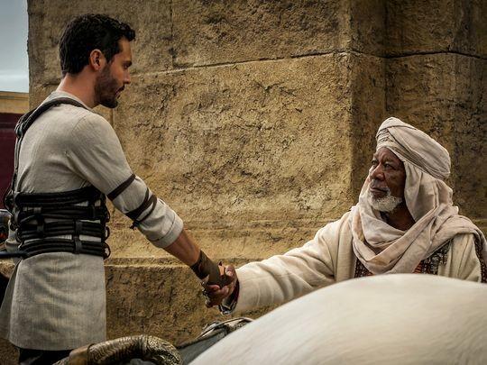 Jack Huston y Morgan Freeman
