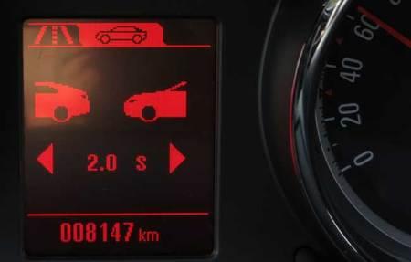 El Opel Astra GTC dispone de un aviso de distancia con el vehículo que circula delante: indica la separación entre 0,5 y 2,5 segundos