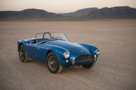 ¡Adjudicado por 13,75 millones! Este Shelby Cobra original es el coche americano más caro subastado