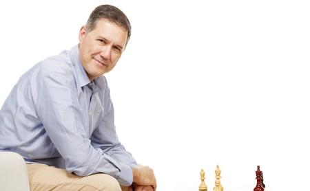 Cómo la inteligencia artificial ha cambiado (y sigue cambiando) radicalmente el ajedrez: entrevista a Miguel Illescas, campeón de España y cocreador de Deep Blue