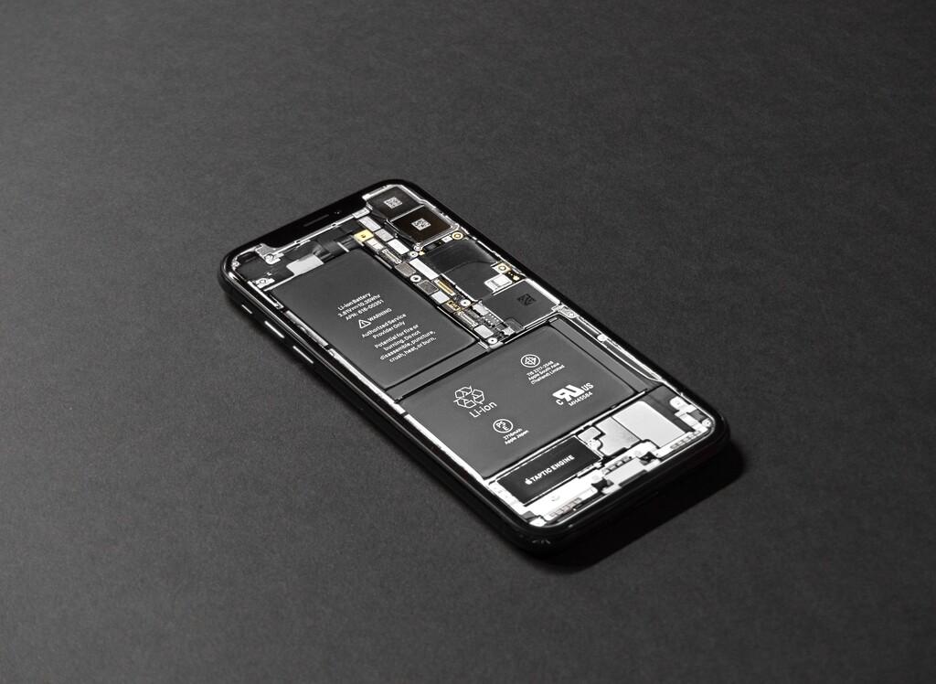 ¿Más batería o más delgadez? Un iPhone con componentes internos más pequeños permitirán a Apple jugar con el espacio, según Digitimes