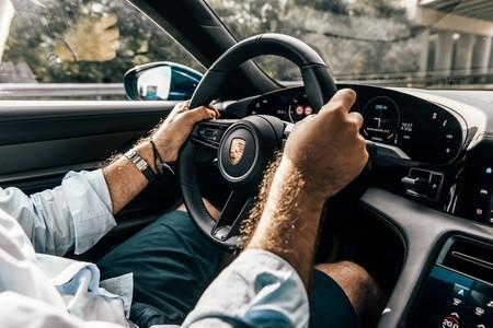 Porsche Taycan Turbo S puesto de conducción