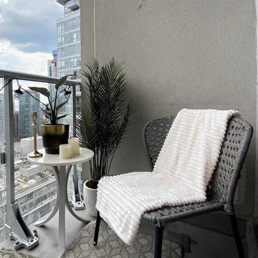 Antes y después: un mini balcón preparado para disfrutar de las vistas urbanas