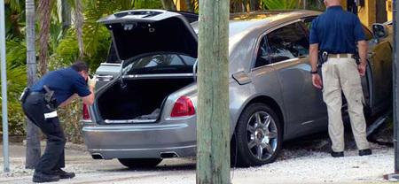 El rapero Rick Ross estrella su Rolls-Royce, evitando un mal mayor