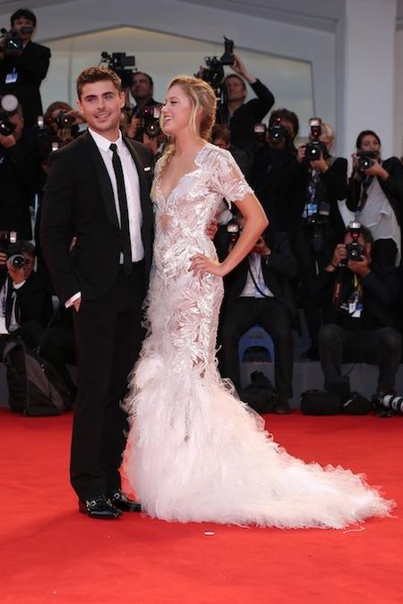 Zac Efron, un dandy más en la alfombra roja del Festival de Cine de Venecia