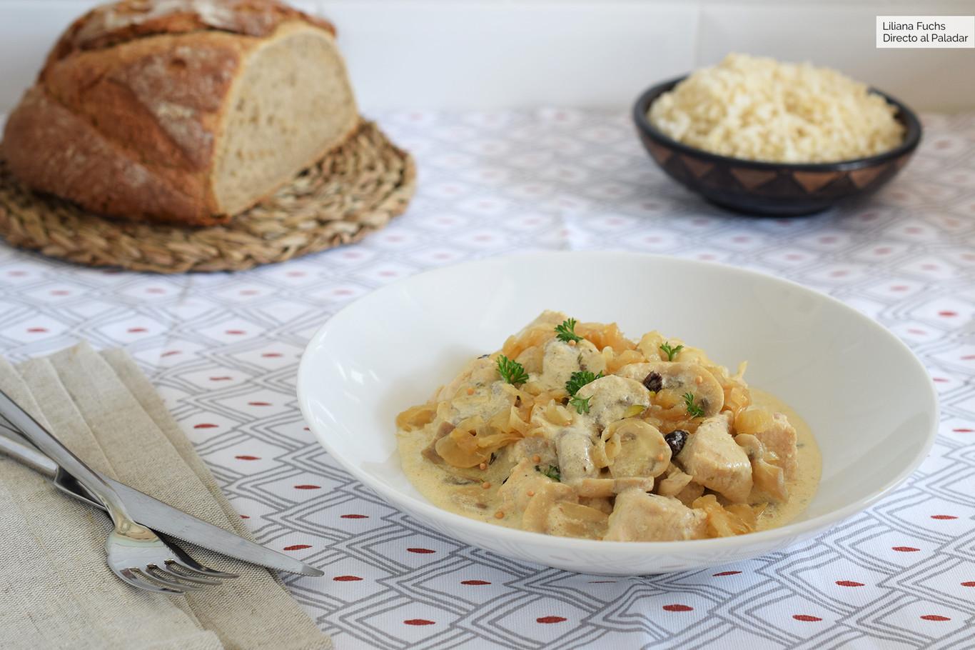 Pollo Con Champiñones Y Cebolla Caramelizada Receta De Cocina Fácil Y Deliciosa