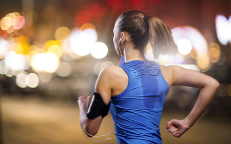 Tres ejemplos de entrenamiento exprés para corredores: mejor entrenar 15 minutos que quedarte en casa