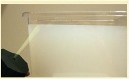 ¿Quieres comprobar cómo la superficie del agua refleja la luz?